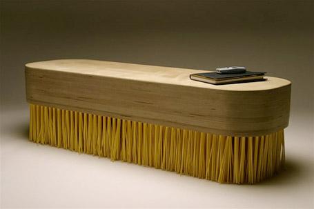 Fırça şeklindeki ilginç sehpa modeli