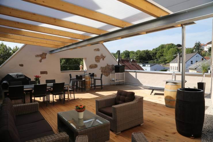 Balkon ve teraslarda eklektik tarz için eşya seçimi